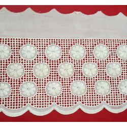 Punta tira bordada beige (8,5 cm)